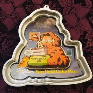 NOS 80's Wilton Garfield Shaped Aluminum Cake Pan